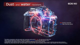 La EOS 90D parece haber sido diseñada con un cuerpo resistente al agua y al polvo.