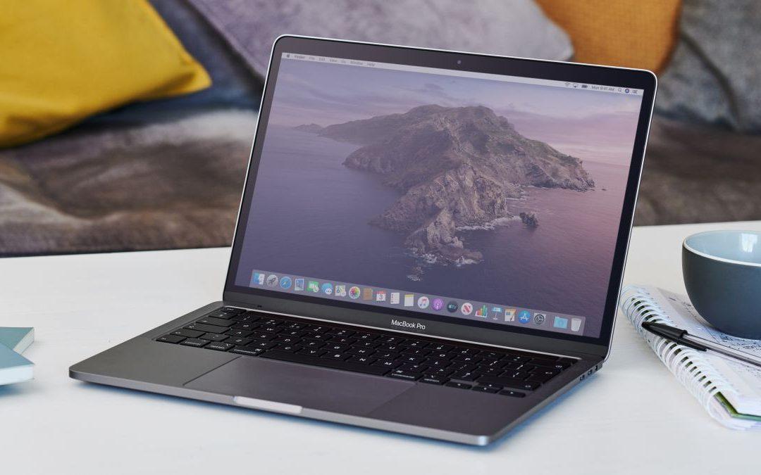 La pantalla de la MacBook puede estar rajada por la cubierta de la cámara, advierte Apple
