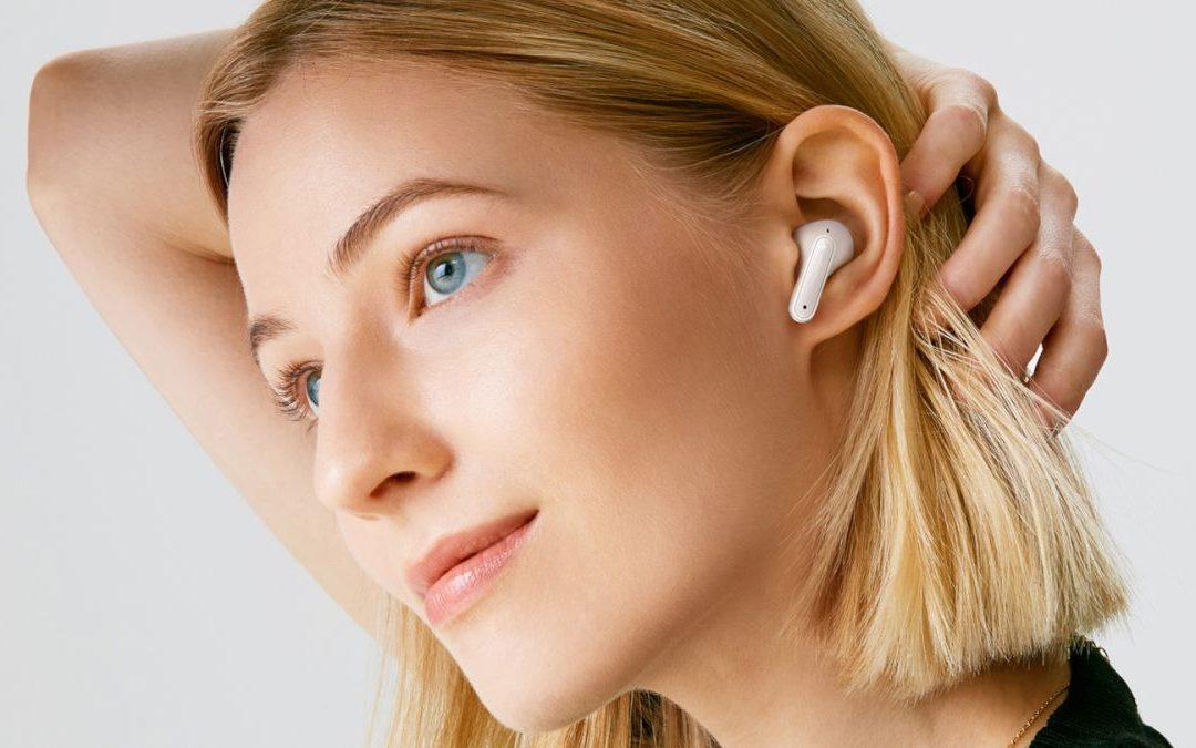 Estos verdaderos auriculares inalámbricos LG Tone Free son perfectos para llamadas privadas y emparejamientos sencillos