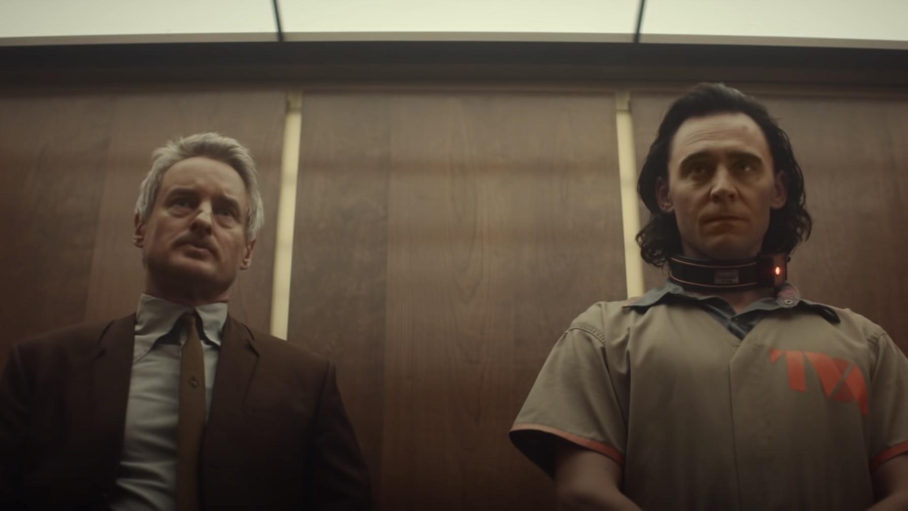 Mobius interpretado por Owen Wilson y Loki interpretado por Tom Hiddleston estaban en un ascensor.