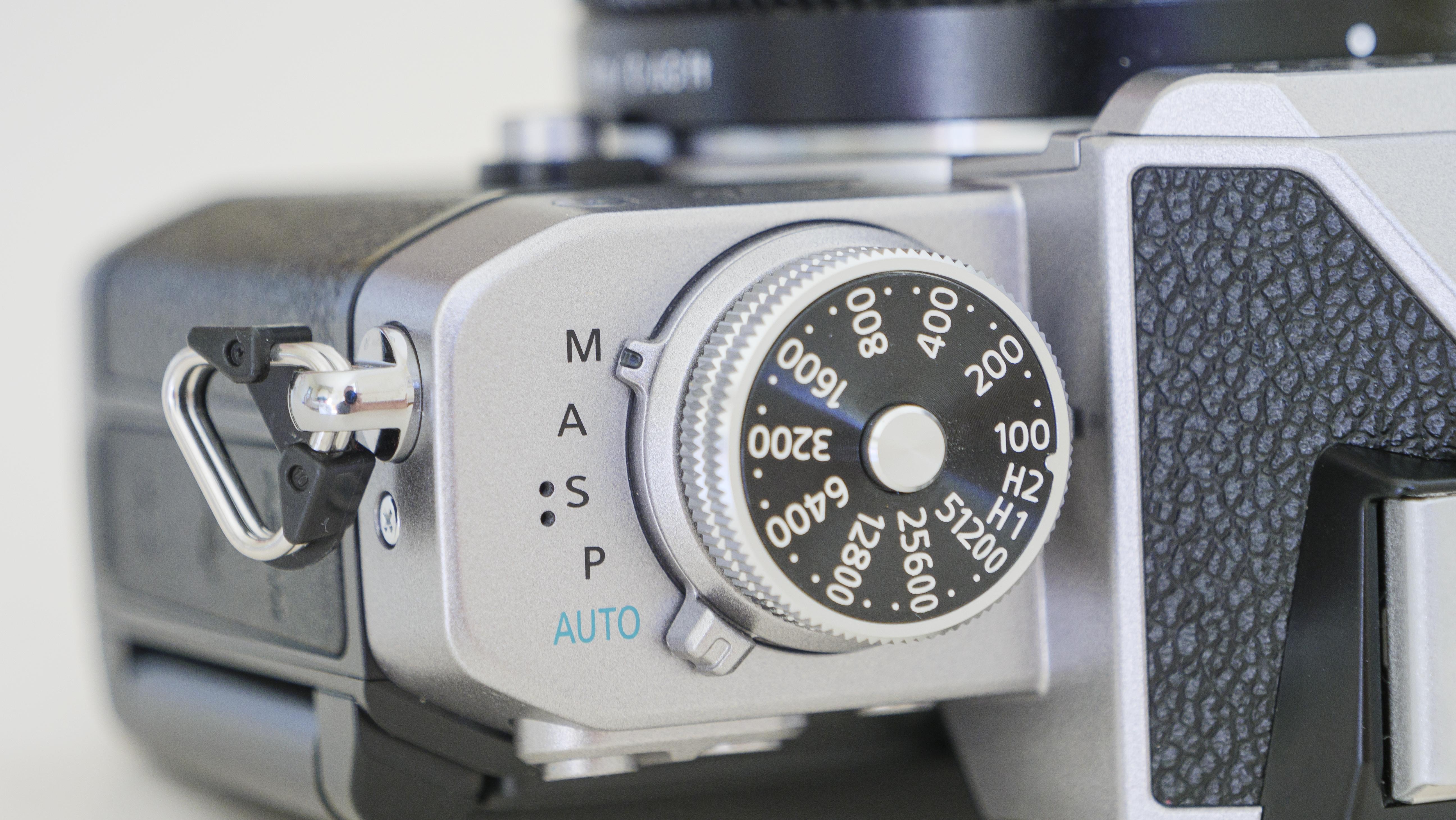 Dial ISO en la parte superior de la cámara Nikon Z fc