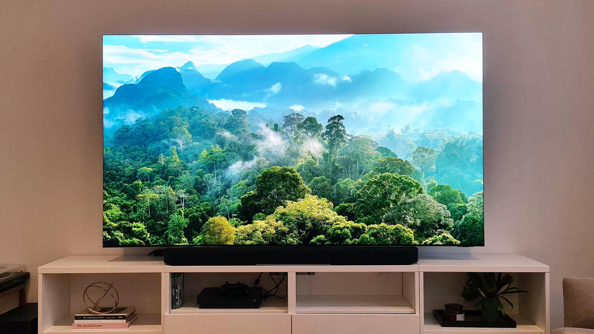 El Samsung QN900A Neo QLED 8K exhibido en una sala de estar