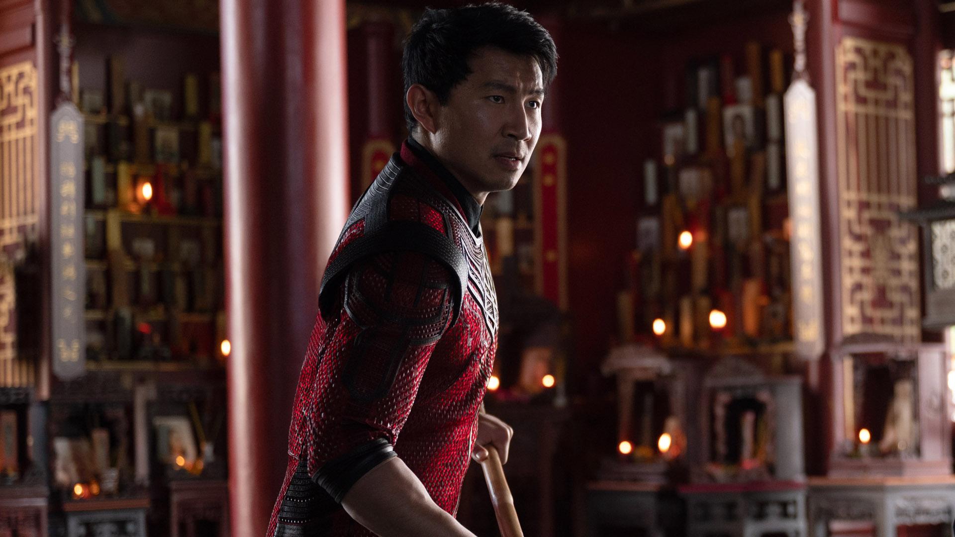 Simu Liu se prepara para pelear en la película Shang-Chi de Marvel