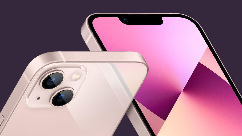 Dos ángulos diferentes del iPhone 13