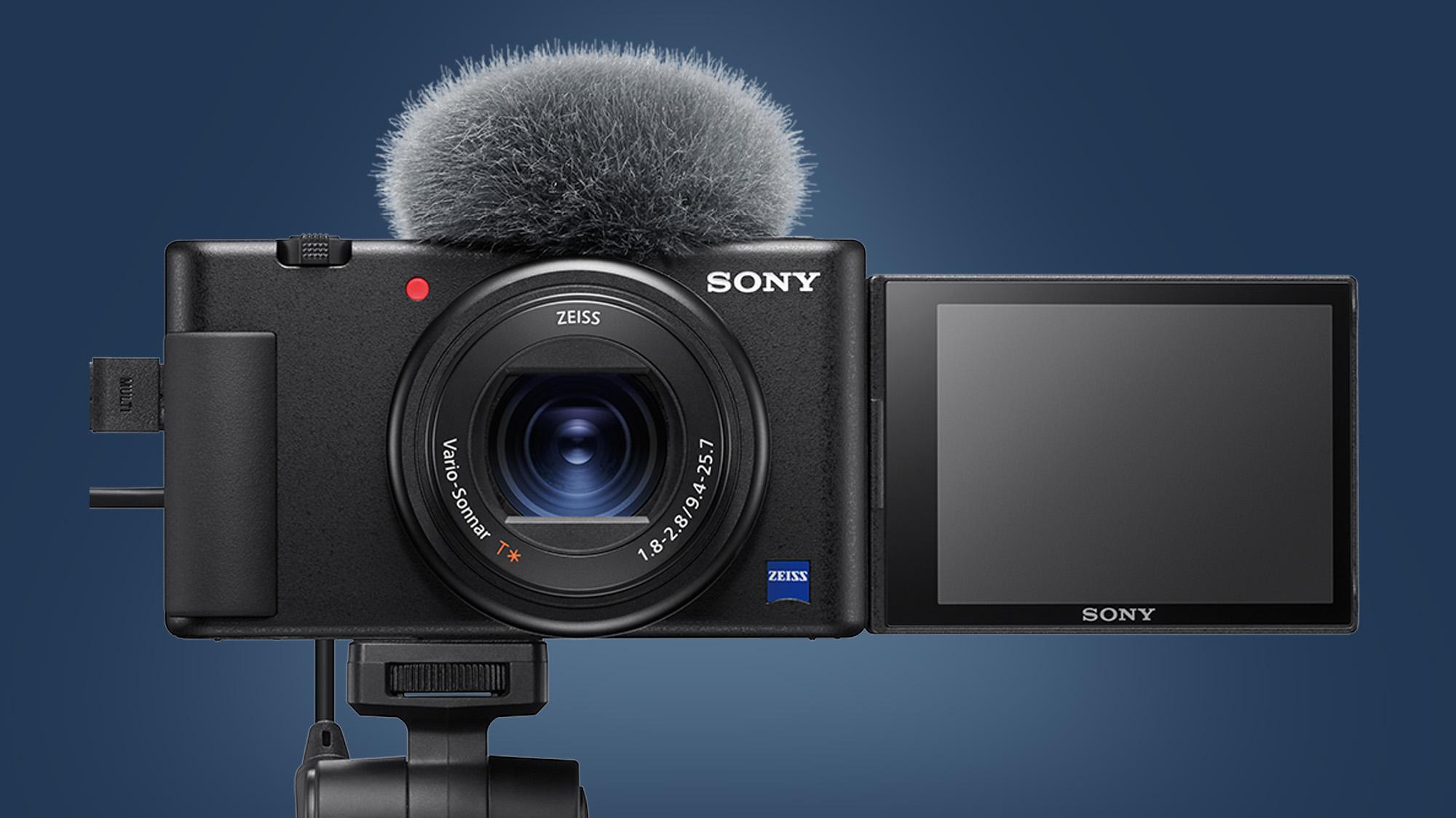 Sony ZV-1 -kamera sinisellä pohjalla.